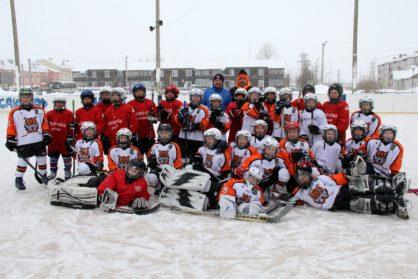 Встреча по хоккею с шайбой среди детей 2009 г.р. и младше, которая прошла в пгт.Приобье, Октябрьского района.